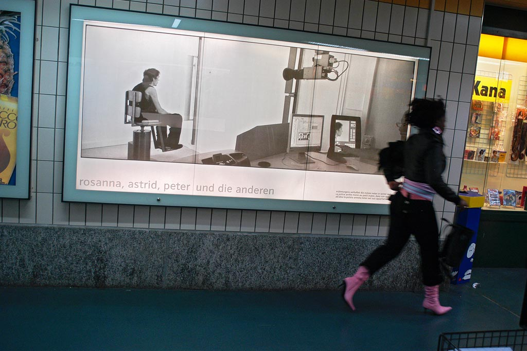 exhib_cocaine_billboard_geneva_gare