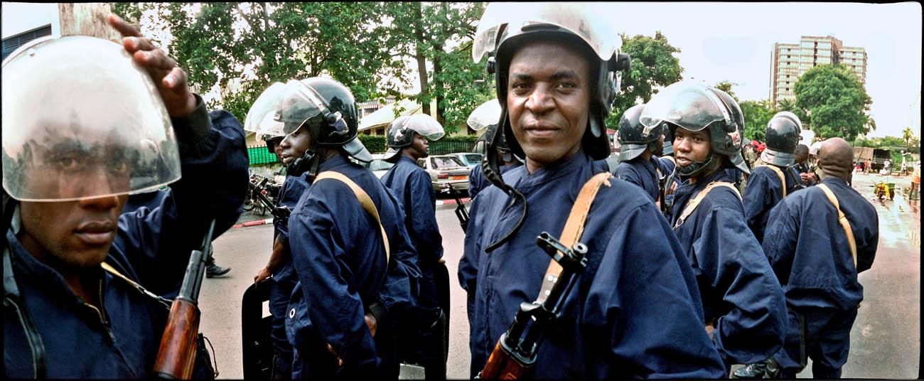 26RiotPolice_Eye_on_Africa_mvg