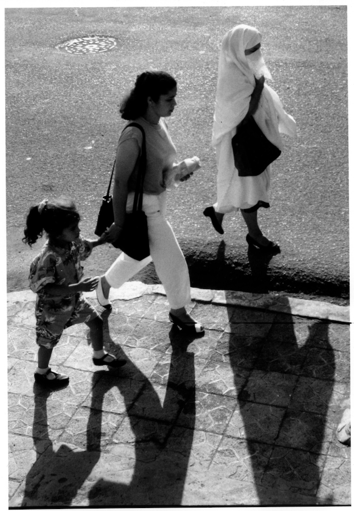 Trois générations de femmes algériennes à Touggourt, novembre 1991.
