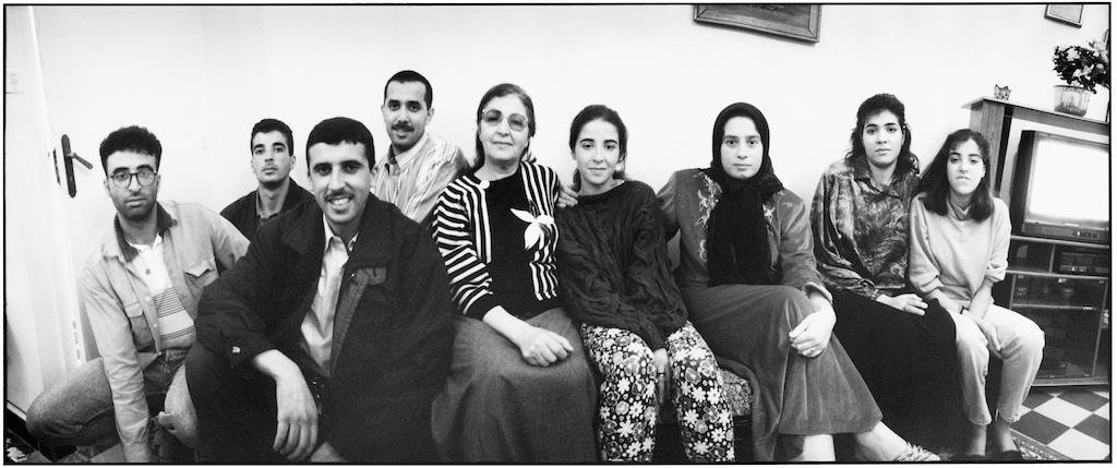 Une famille algéroise dans son salon, novembre 1995.