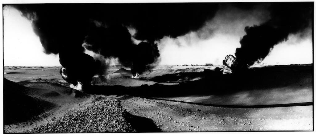 Les puits de pétrole de Hassi Messoud, en novembre 1997.