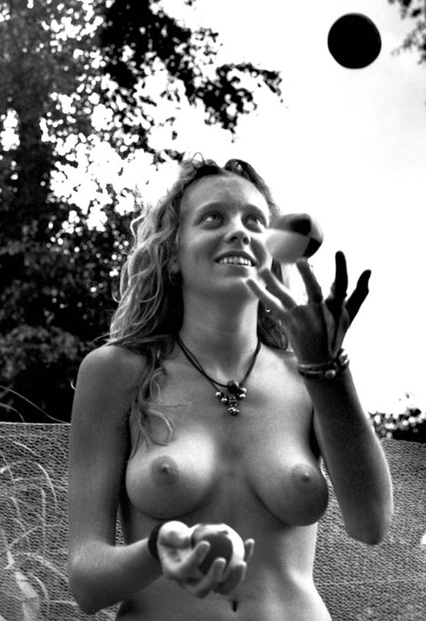 naked_in_paradise_051